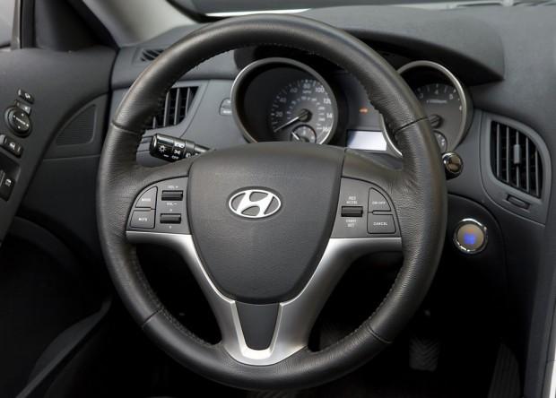 Hyundai-Genesis-Coupe-03