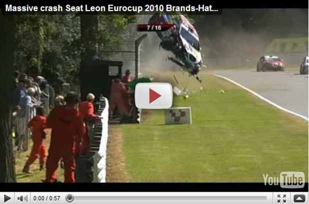 Seat León, espectacular incidente en carrera