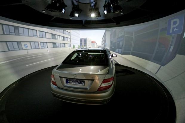 Mercedes Benz, nuevo simulador de manejo para ensayo de futuros proyectos.