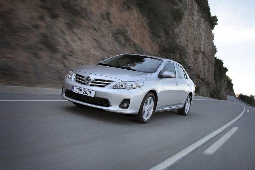 Toyota-Corolla-2011-04