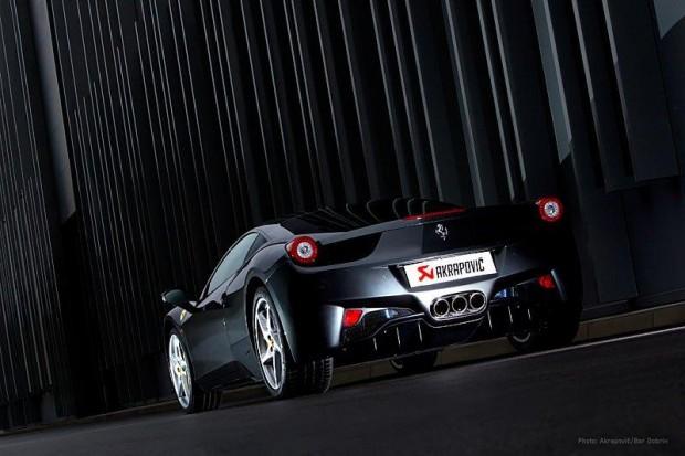 Ferrari 458 Italia con sonido de escape Akrapovic