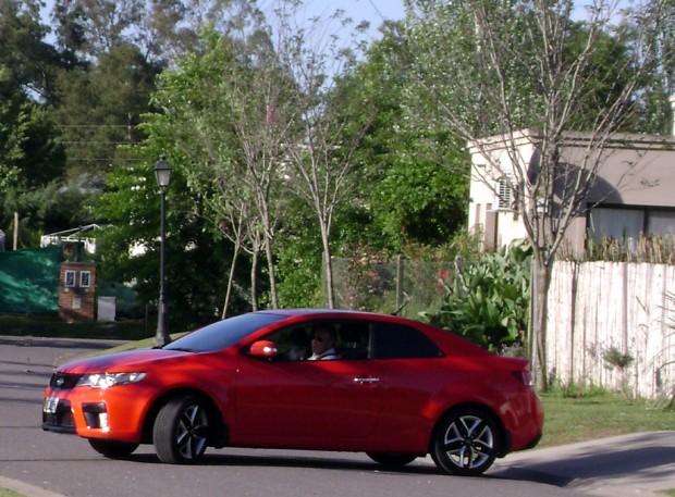 Kia Cerato Koup, una coupé de líneas atrayentes, la probamos.