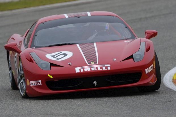 Ferrari 458 Challenge un video en la pista