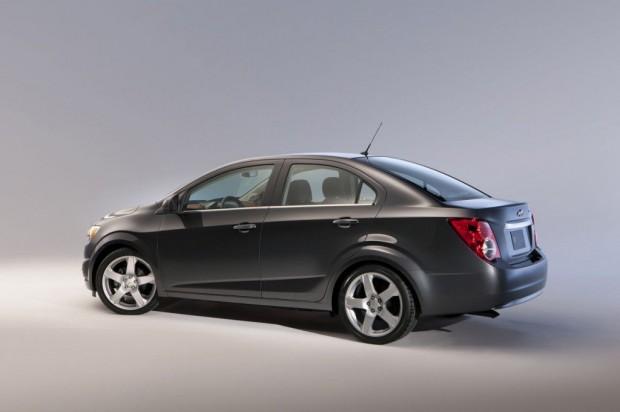 Chevrolet-Aveo-Sedan-03