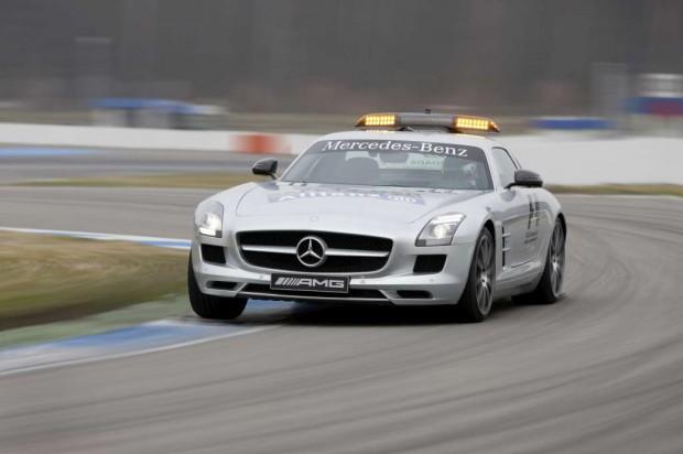 Mercedes Benz F1, autos de seguridad y personal médico