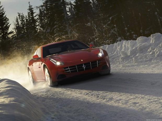 Ferrari FF — Tracción integral en Video