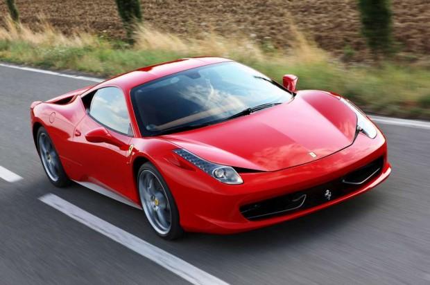 Ferrari enseña a manejar los nuevos mandos en el volante