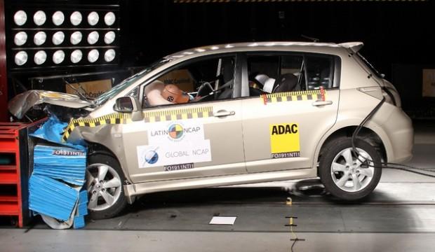 Nissan Tiida Crash test
