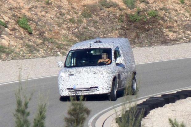Renault Kangoo vestido como Mercedes Benz City Van
