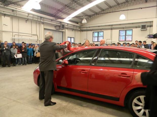 Citroën su concesionario Guisur donan segundo  automóvil C4 del año