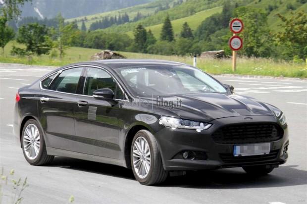 Ford Mondeo 2013 europeo con cinturones de seguridad traseros con airbag integrado