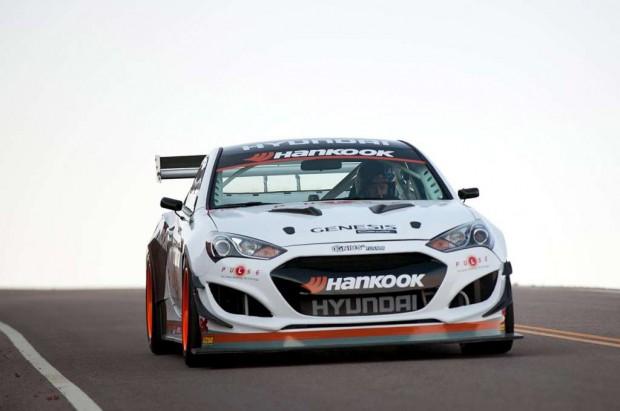 Hyundai Genesis Coupe gana y bate el record en Pikes Peak en Colorado, U.S.A.