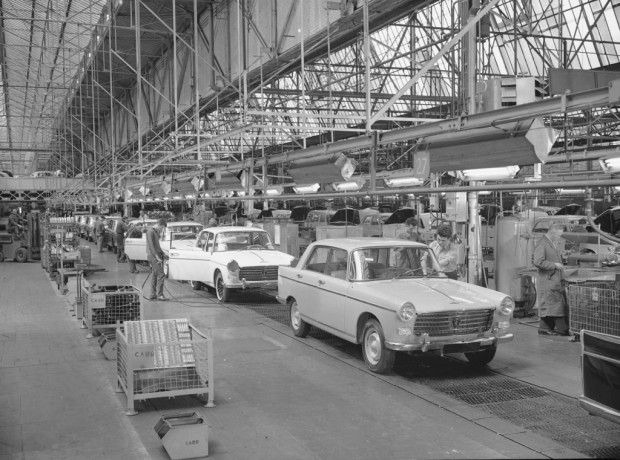 La primera fábrica de autos Peugeot cumple 100 años