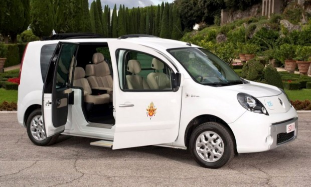 Renault dona un Kangoo Maxi eléctrico al Papa Benedicto XVI