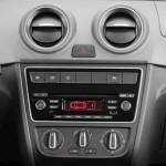 Volkswagen-Voyage-2013-7