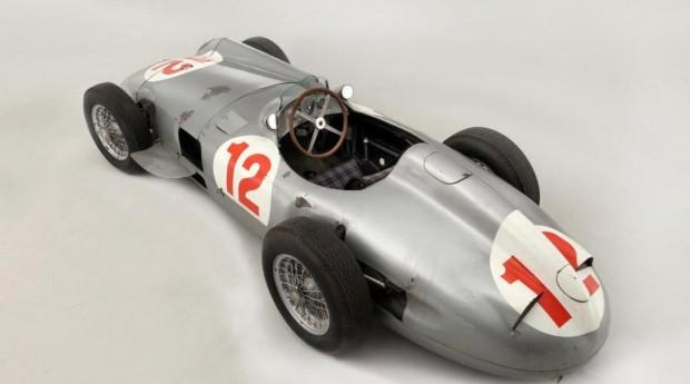 El Mercedes Benz de Fangio se convierte en el auto más caro del mundo