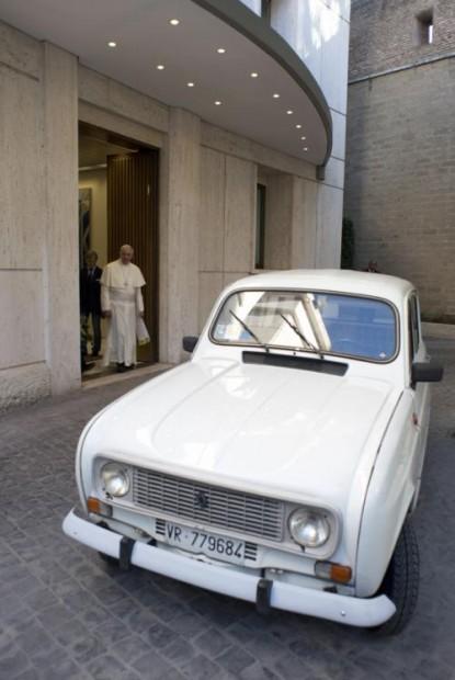 Nuevo Papa Movil, Renault 4 modelo 1984