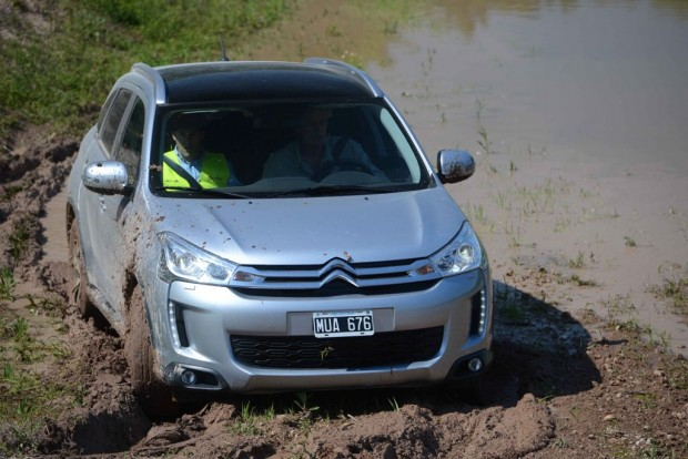 Citroen C4 Aircross, manejo defensivo 4×4 en Barro