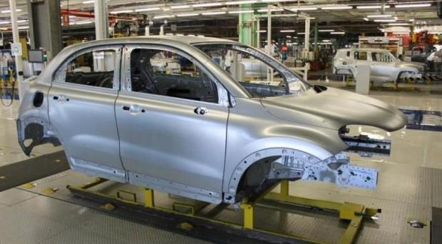 Fiat 500X, primeras imágenes oficiales en la línea de montaje