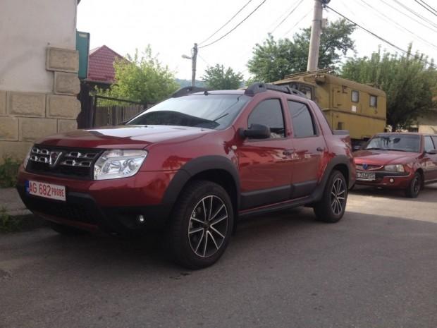 El Dacia Duster pick doble cabina se deja ver sin camuflajes